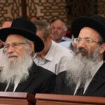 הרב זלמן ברוך מלמד עם בנו הרב אליעזר מלמד